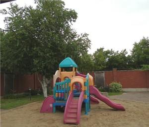 <b>playground</b>